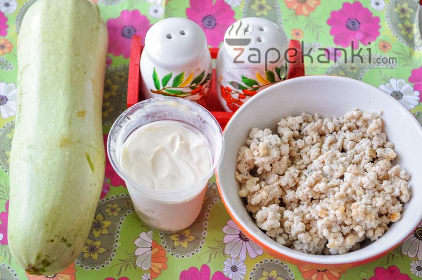 Ингредиенты для кабачковой запеканки с фаршем в духовке.