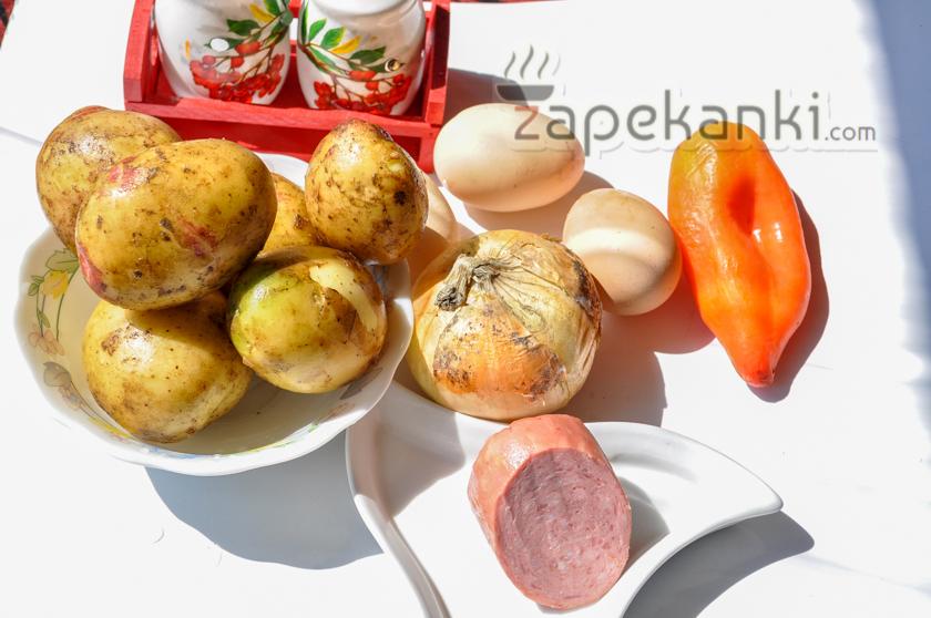 Ингредиенты для картофельной запеканки на сковороде.