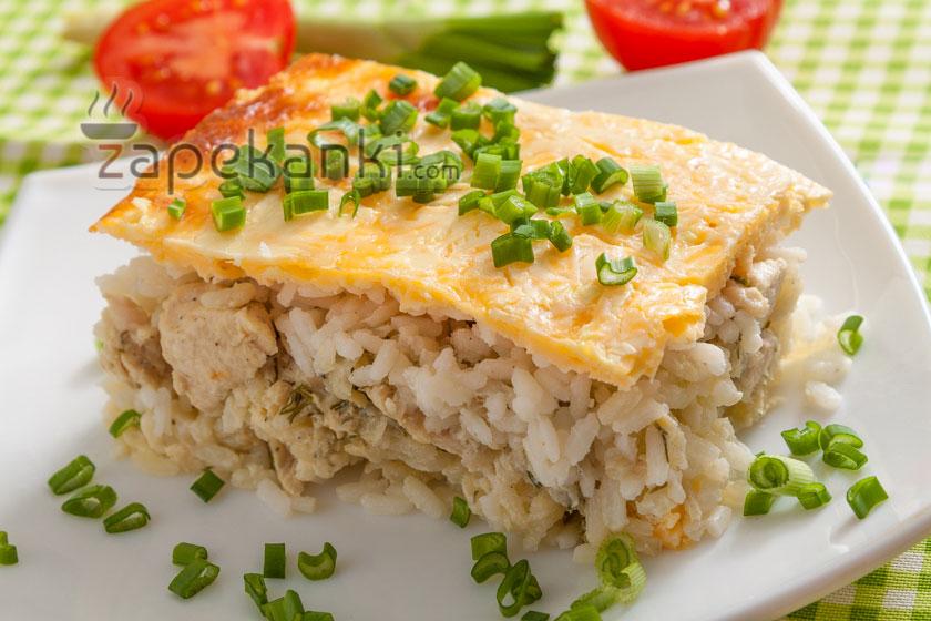 Вкусная запеканка из риса и курицы с сыром в духовке